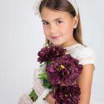 Fotografía de Comunión en estudio niña con flores