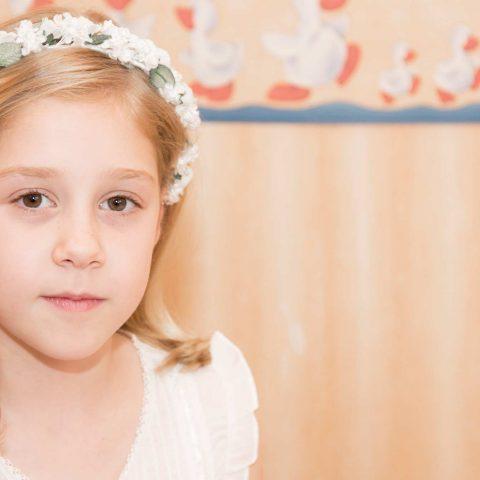 Sesión fotos de comunión para niña diadema de flores