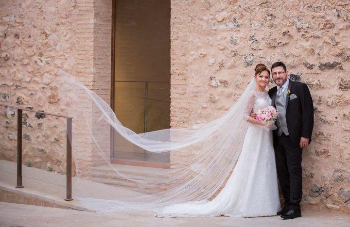 Fotografía de boda con encanto pareja en exteriores