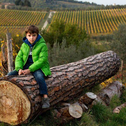 Foto de niño en exterior en la Toscana