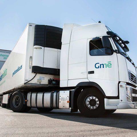 Foto de camión trailer para transporte de medicamentos