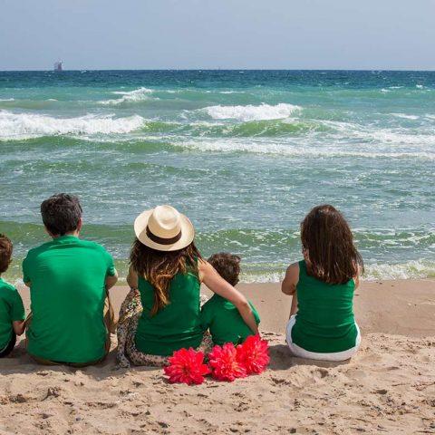 Fotografía de familia en la playa