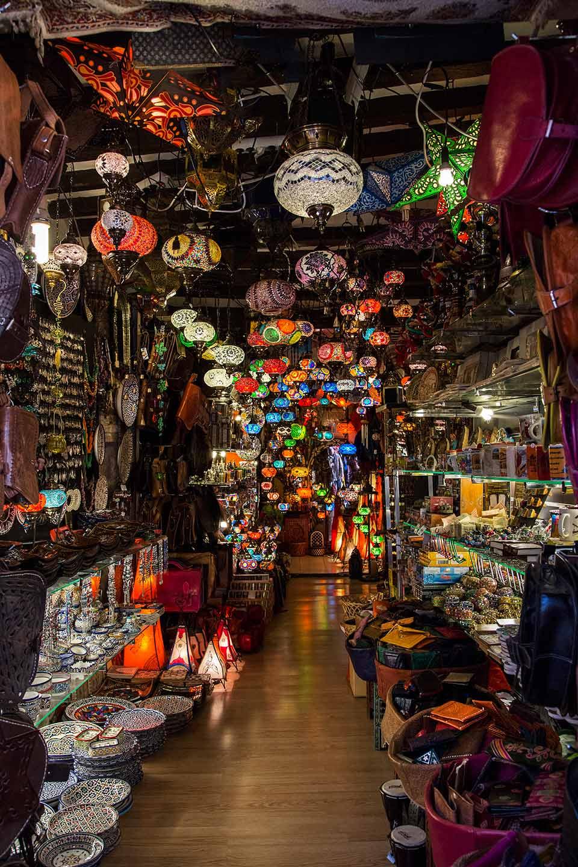 Fotografía de paisaje: tienda en casco antiguo de Granada